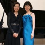 ソプラノリサイタルに歌手とピアノ伴奏のドレス