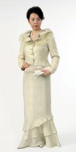 マザードレス、優しい色の正装
