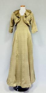 高貴なよもぎ色の正装ドレス