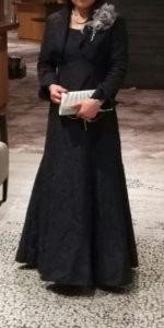 結婚式の母。ネイビードレス