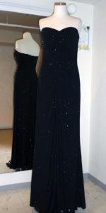 シンプルなブラック・ロングドレス