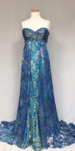 水色に金箔の豪華なドレス